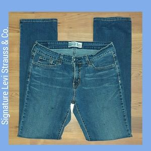 Signature Levi Strauss Mid-Rise Straight Leg Jeans